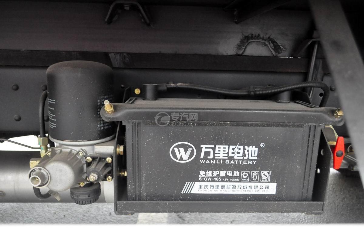 大运奥普力宽体上蓝牌4米冷藏车蓄电池
