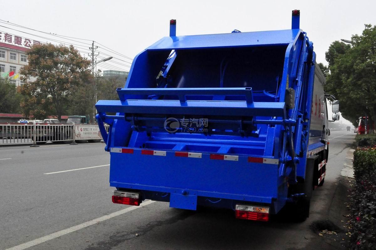 东风多利卡D7压缩式垃圾车后侧45度图