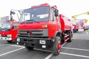 東風145消防車帶水罐圖片