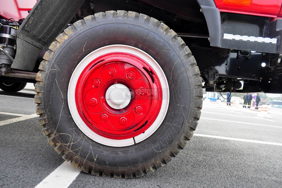 东风145消防车带水罐轮胎