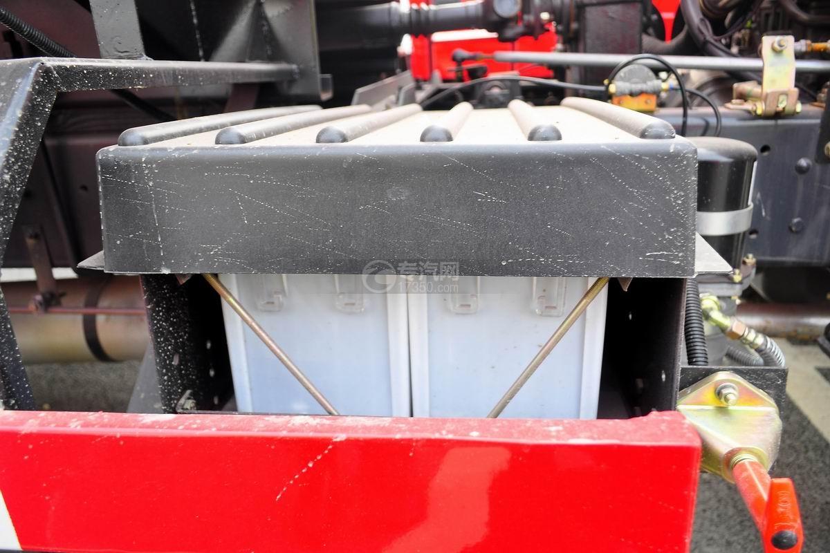 东风145消防车带水罐蓄电池