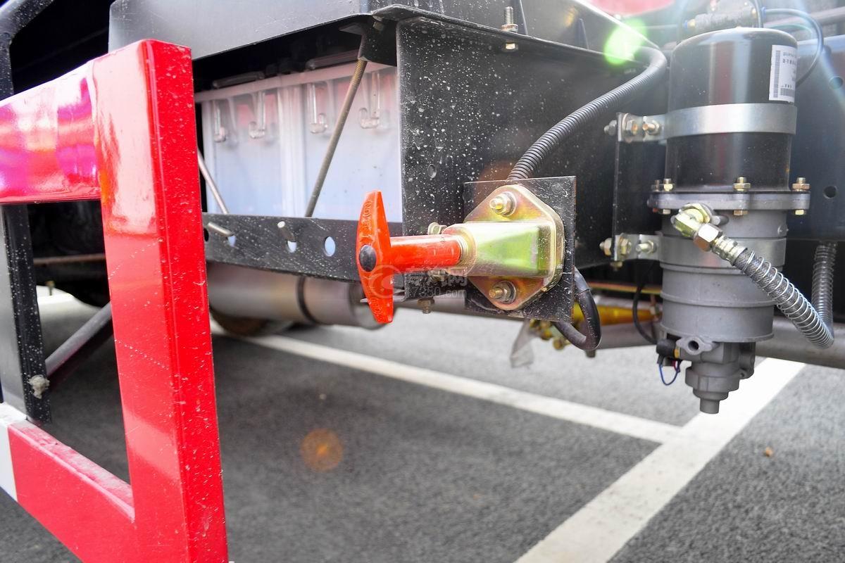 东风145消防车带水罐蓄电池开关