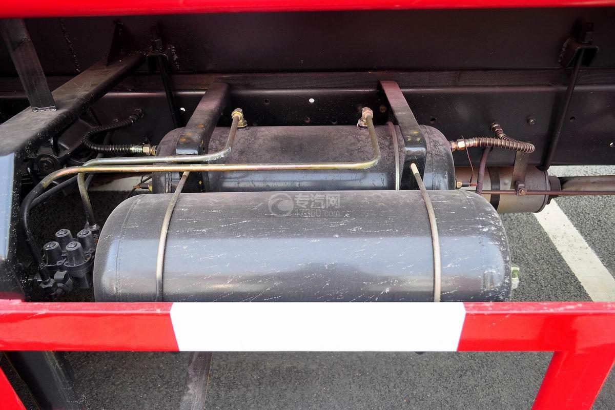 东风145消防车带水罐储气罐