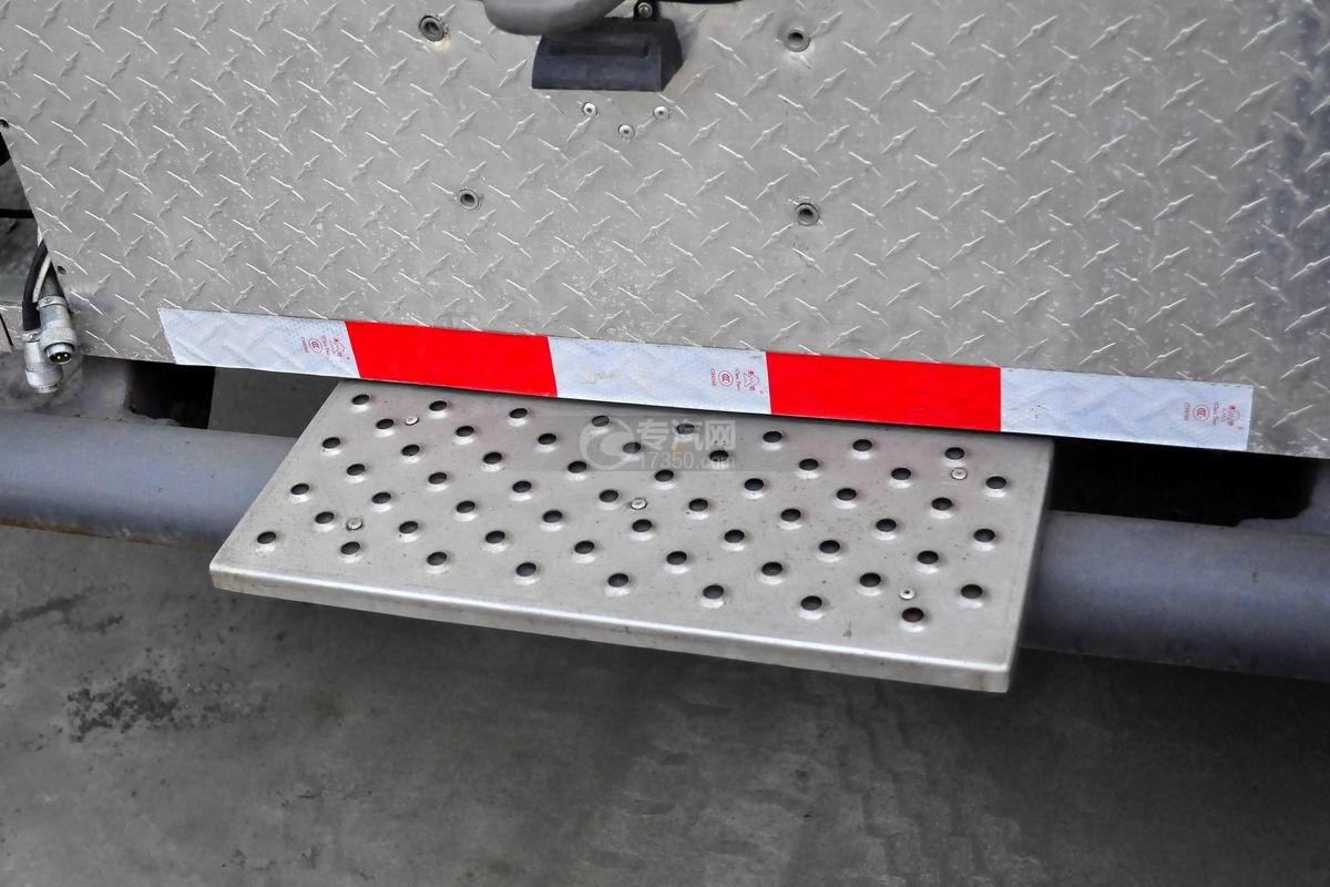 重汽豪沃单桥国五泡沫消防车上装细节