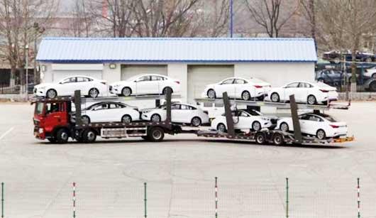 中置轴轿运车:丝杆+摆线马达升降机构VS油缸升降
