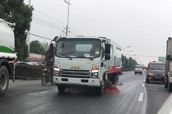 江淮帅铃Q7吸尘车工作视频