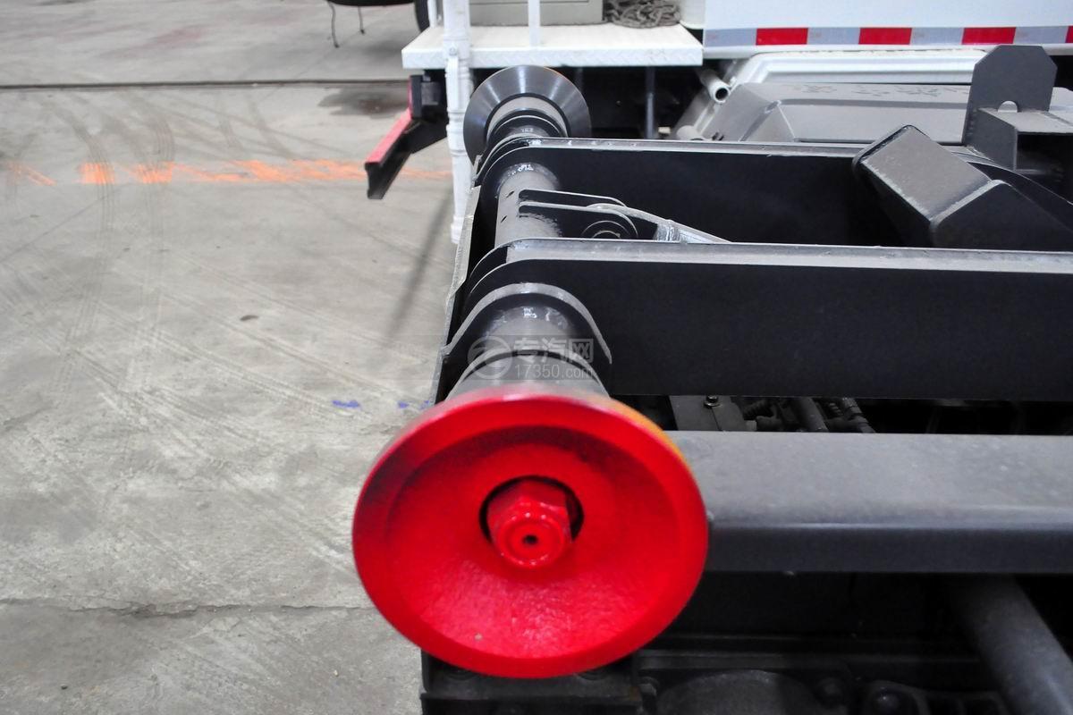 一汽凌河国五车厢可卸式垃圾车上装滑轮