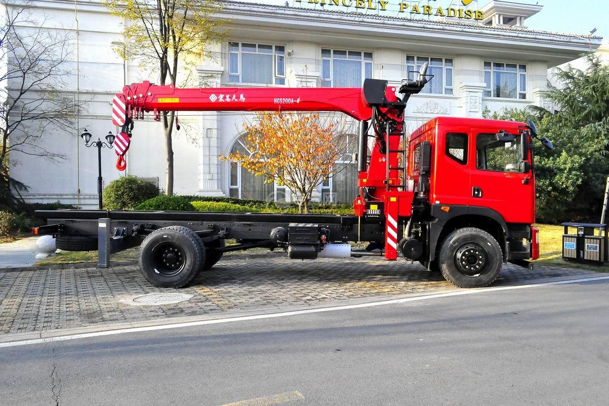 东风T5宏昌天马8吨直臂随车吊右侧图