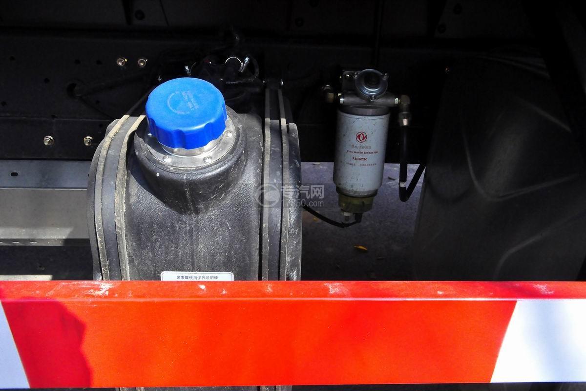 东风专底前四后八25吨折臂随车吊尿素罐