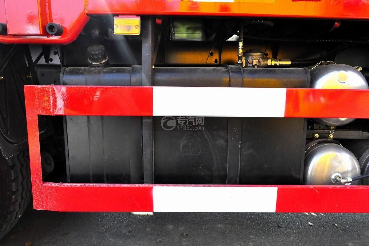 东风专底前四后八25吨折臂随车吊液压油箱