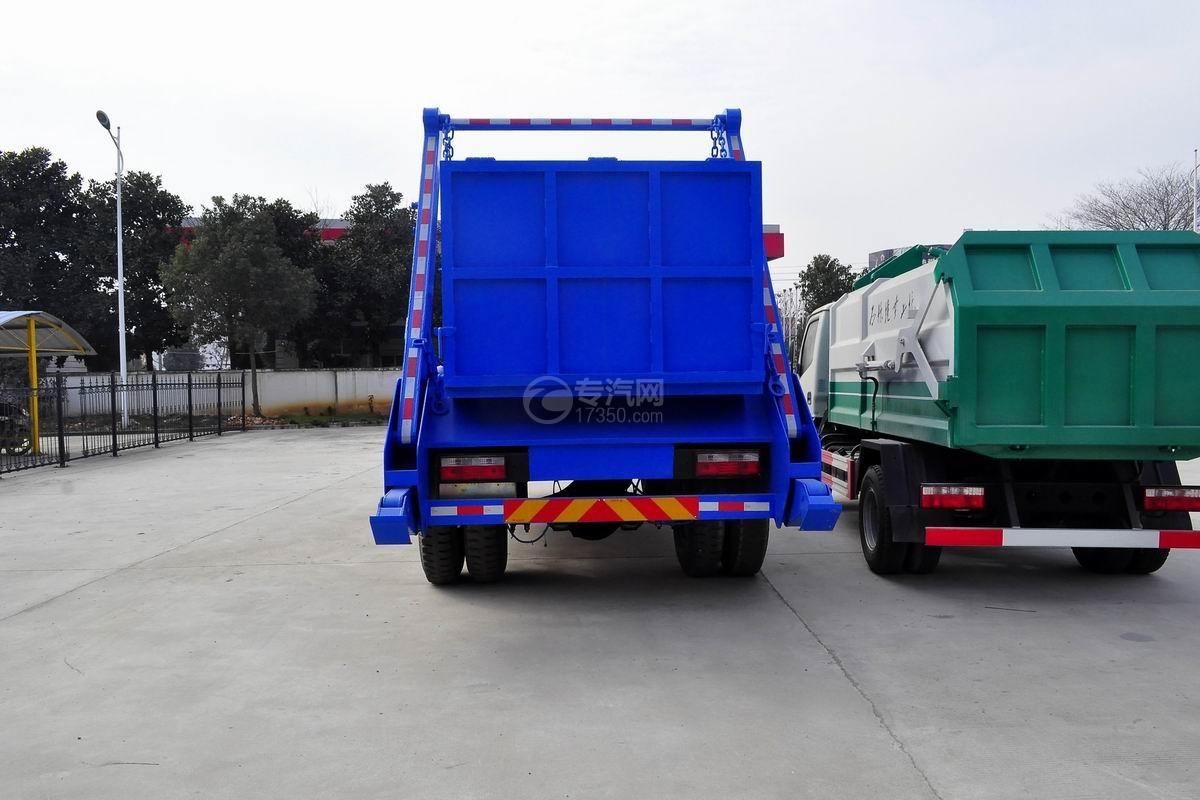 东风145摆臂式垃圾车后方图