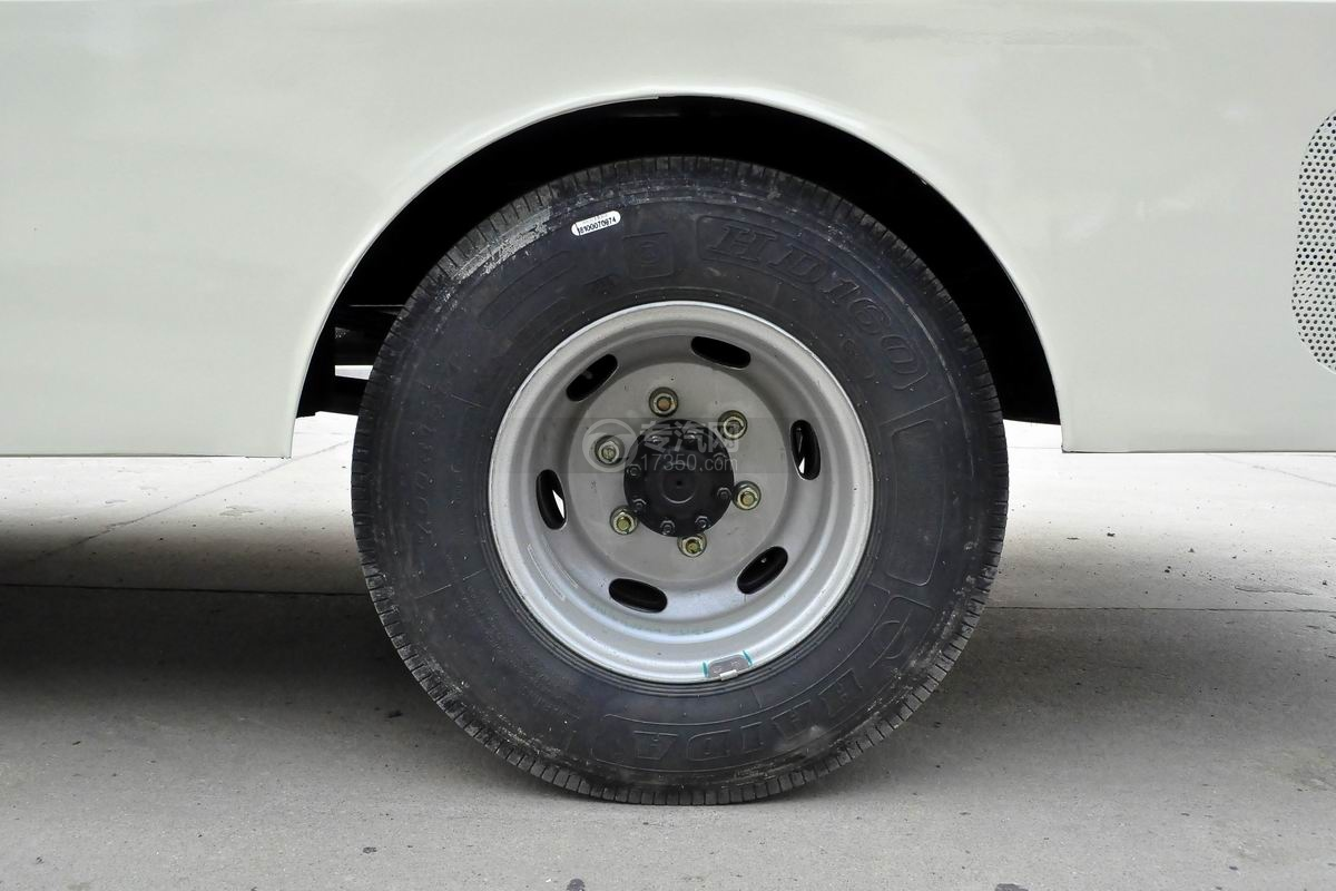 大运奥普力LED广告车轮胎