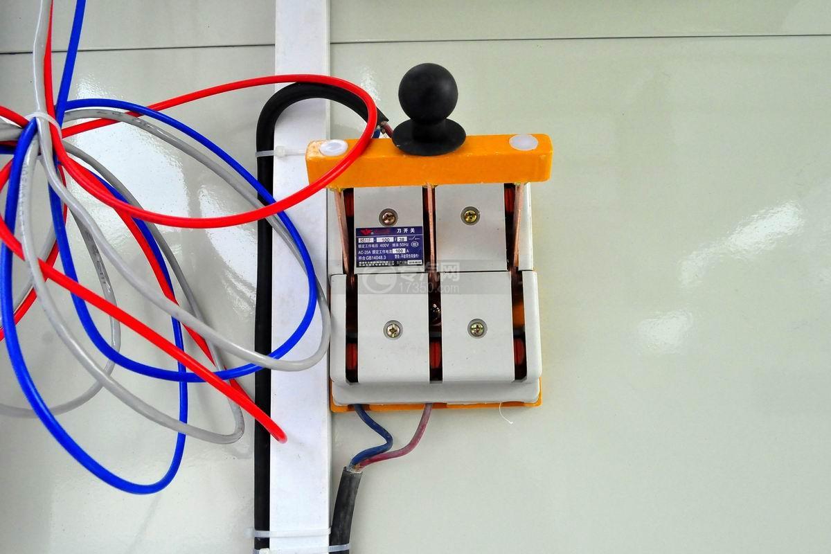 大运奥普力LED广告车电闸