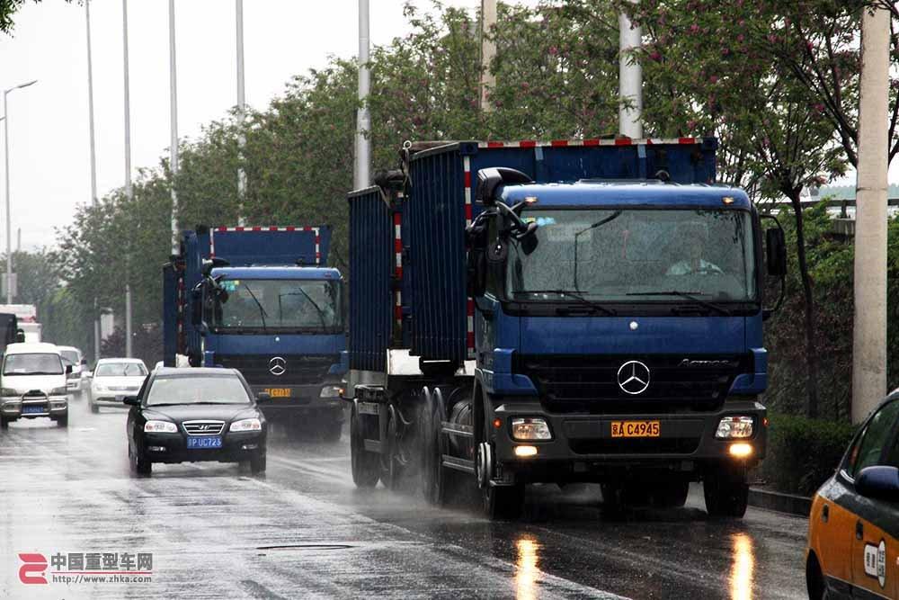 国内最顶级垃圾车 北京环卫奔驰Actros 3332全挂垃圾车