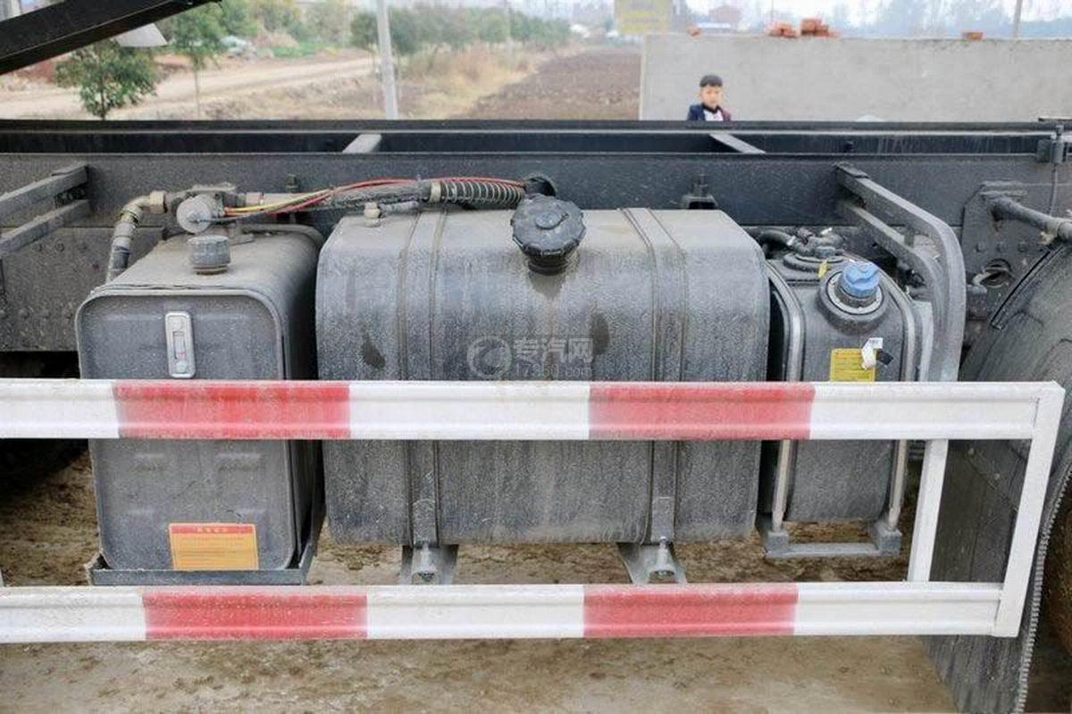 陜汽軒德X6前四后八6米自卸車油箱