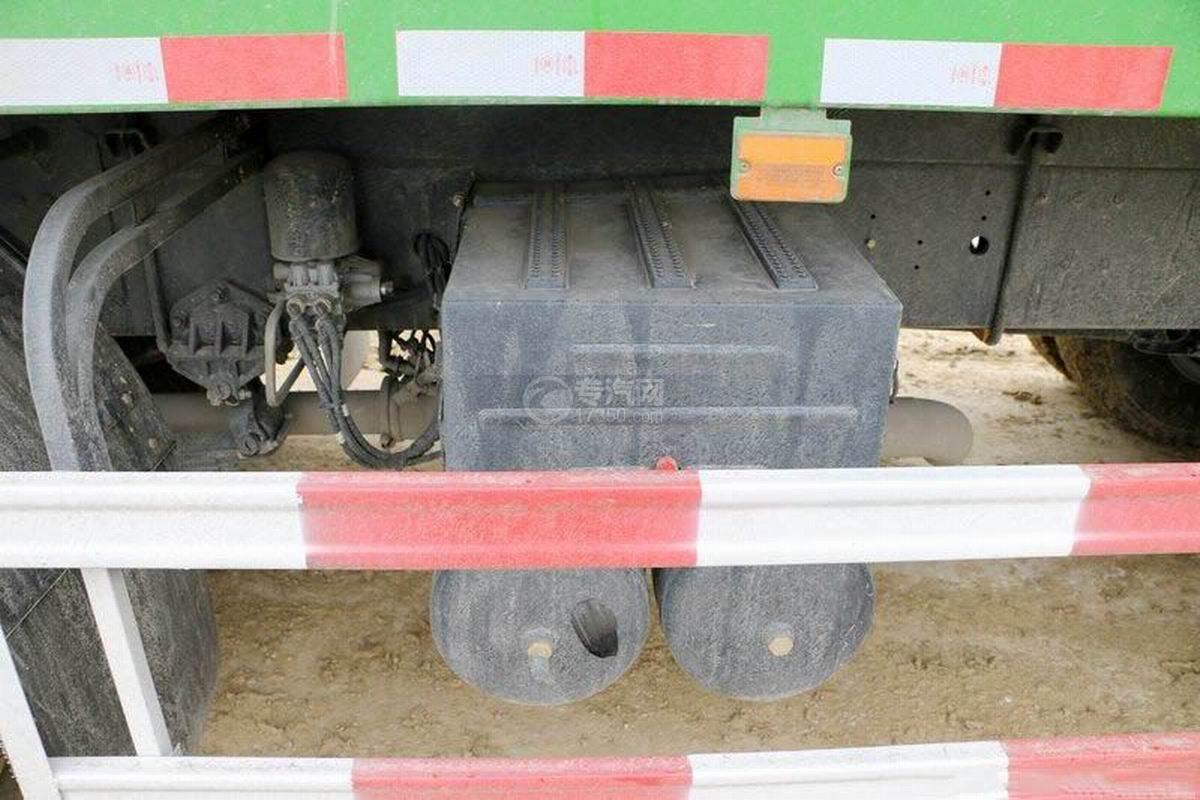 陜汽軒德X6前四后八6米自卸車蓄電池