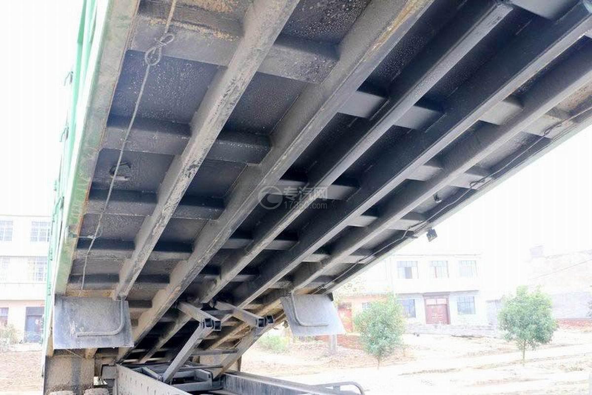 陜汽軒德X6前四后八6米自卸車上裝細節2