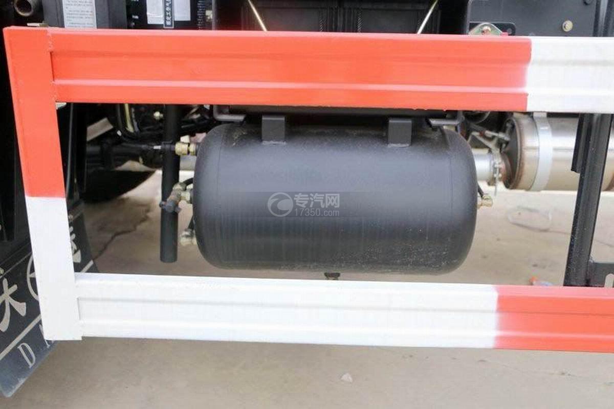 湖北大运风度3.75米自卸车储气罐