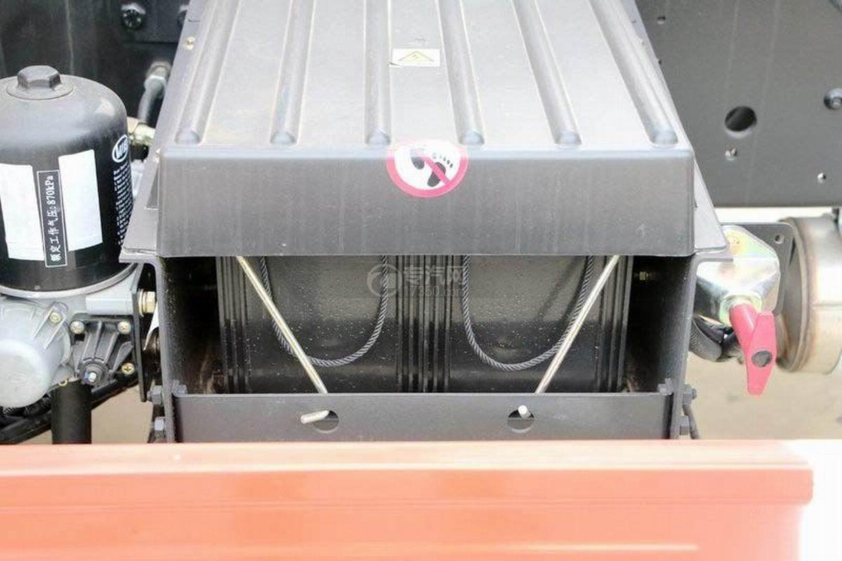 湖北大运风度3.75米自卸车蓄电池