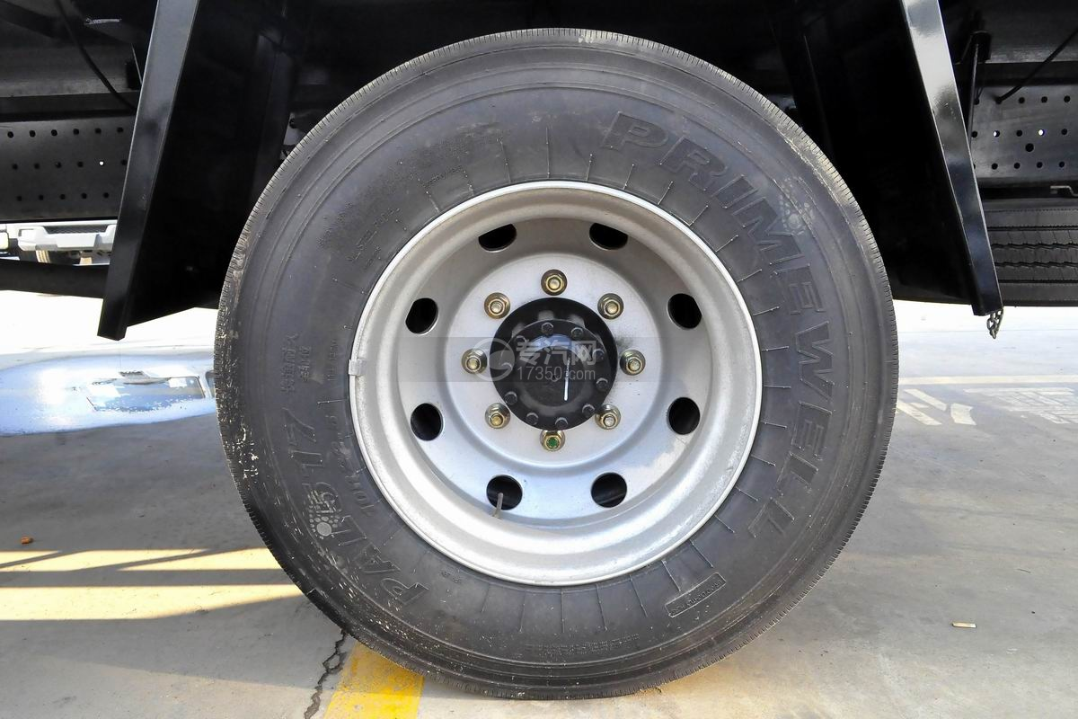 福田欧马可S5厢式运输车轮胎