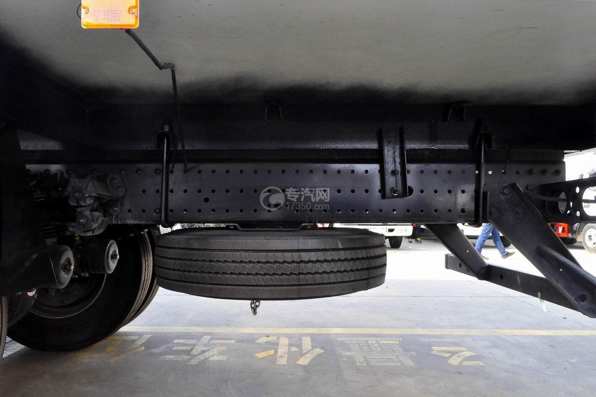 福田欧马可S5厢式运输车备胎