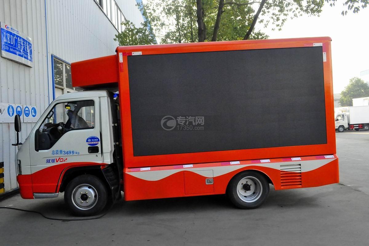 福田驭菱VQ2 LED广告宣传车侧面图