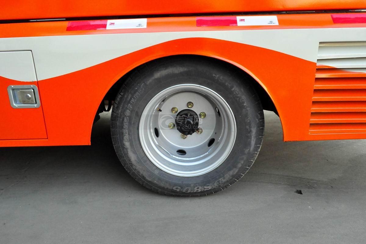 福田驭菱VQ2 LED广告宣传车轮胎