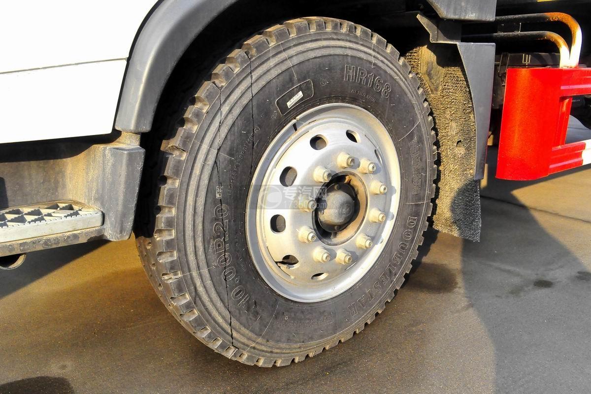 解放龙V单桥抑尘车轮胎