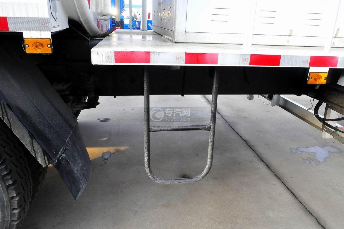 解放龙V单桥抑尘车辅助踏板