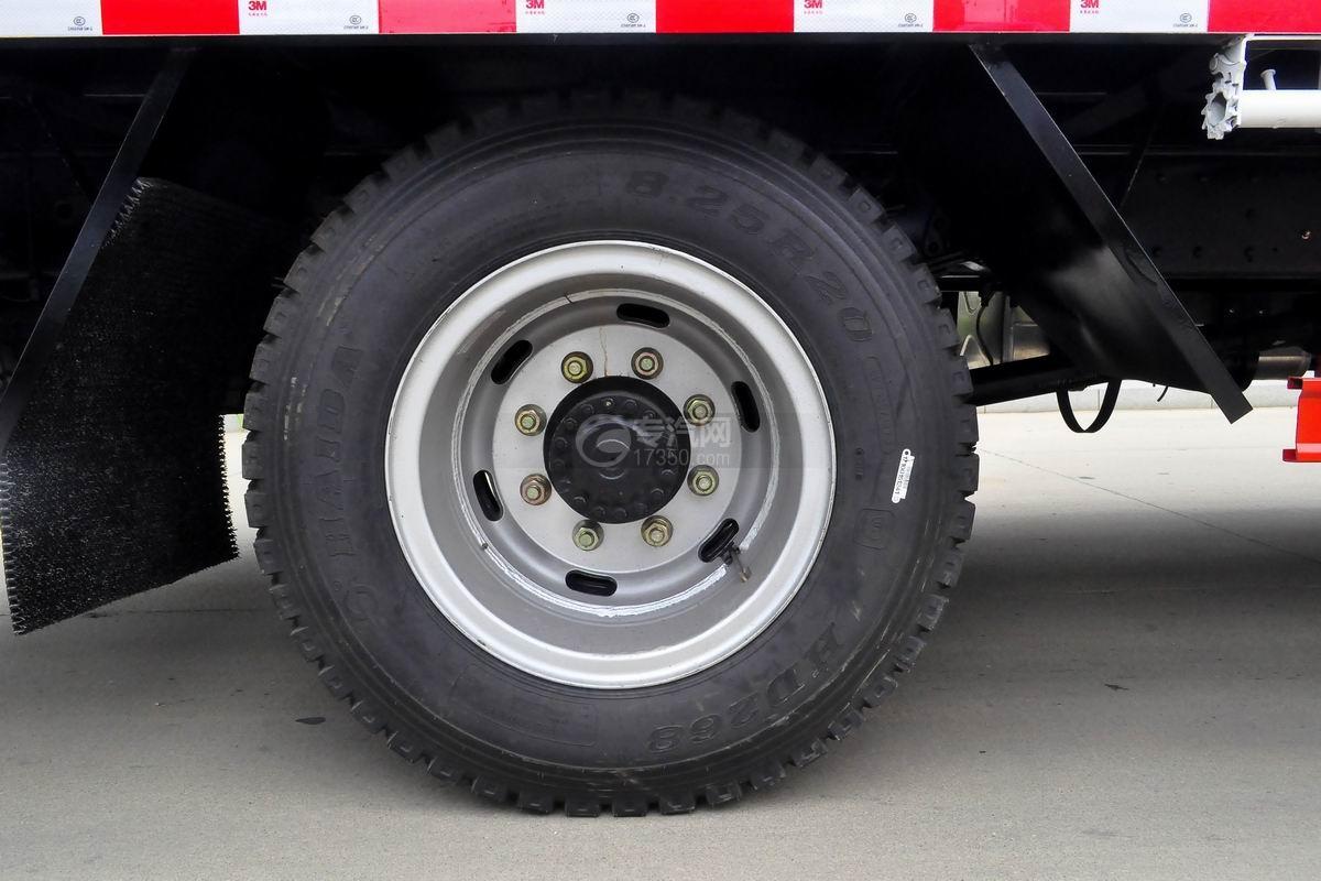 大运奥普力黄牌平板运输车轮胎