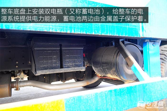 整车底盘上安装双电瓶(又称蓄电池)