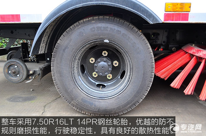 整车采用7.50R16LT 14PR钢丝轮胎