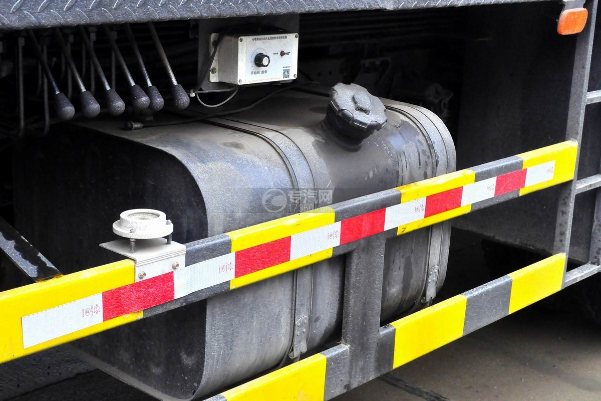 陕汽轩德6系12吨汽车起重机油箱