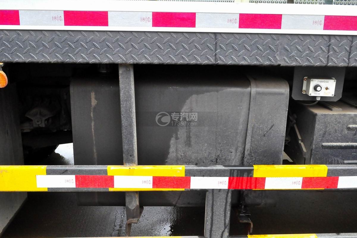 陕汽轩德6系12吨汽车起重机液压油箱