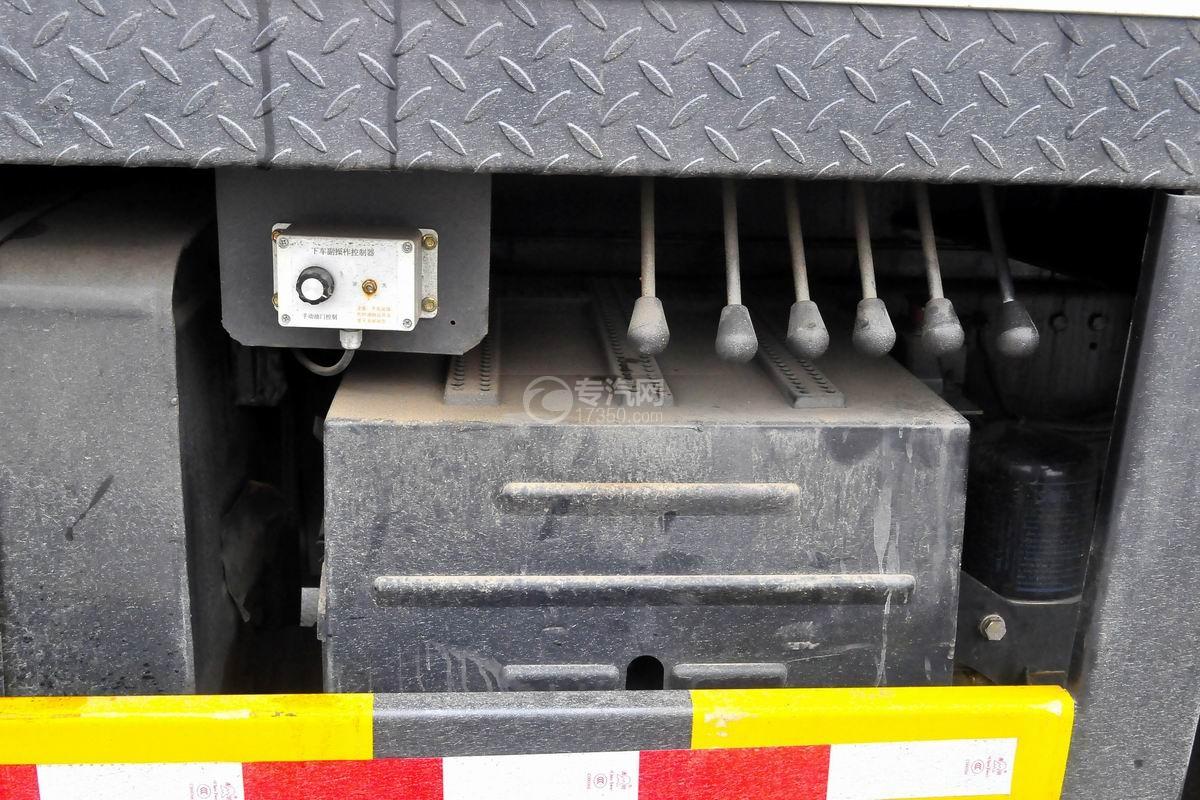 陕汽轩德6系12吨汽车起重机蓄电池