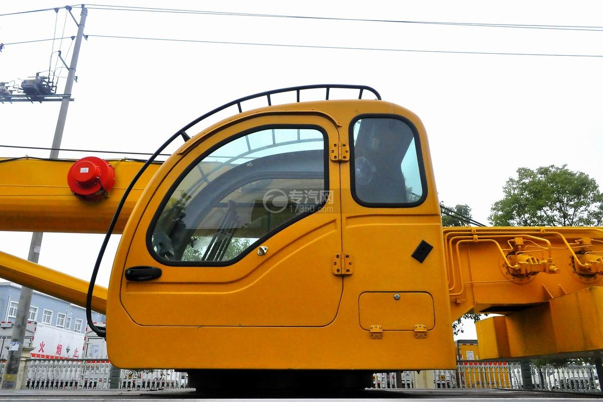 陕汽轩德6系12吨汽车起重机吊机驾驶室