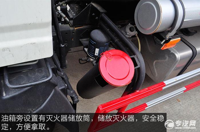重汽豪沃5.2方加油车灭火器储放筒