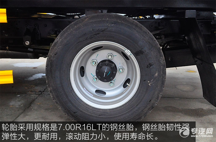 江淮骏铃V5蓝牌一拖二清障车的轮胎