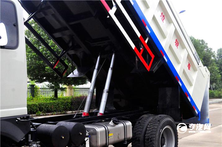 争做环保先锋大运奥普力排半自卸式垃圾车评测之上装篇液压升降.jpg