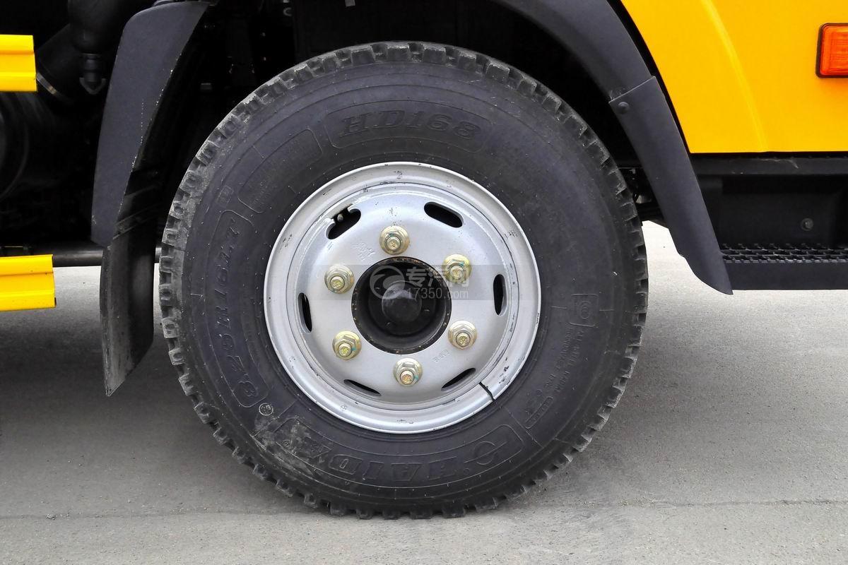 大运奥普力一拖二平板清障车轮胎