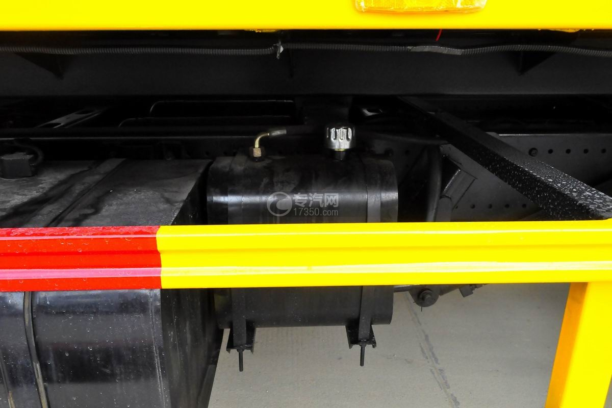 陕汽轩德X6一拖二平板澳门威尼斯人平台网址液压油箱