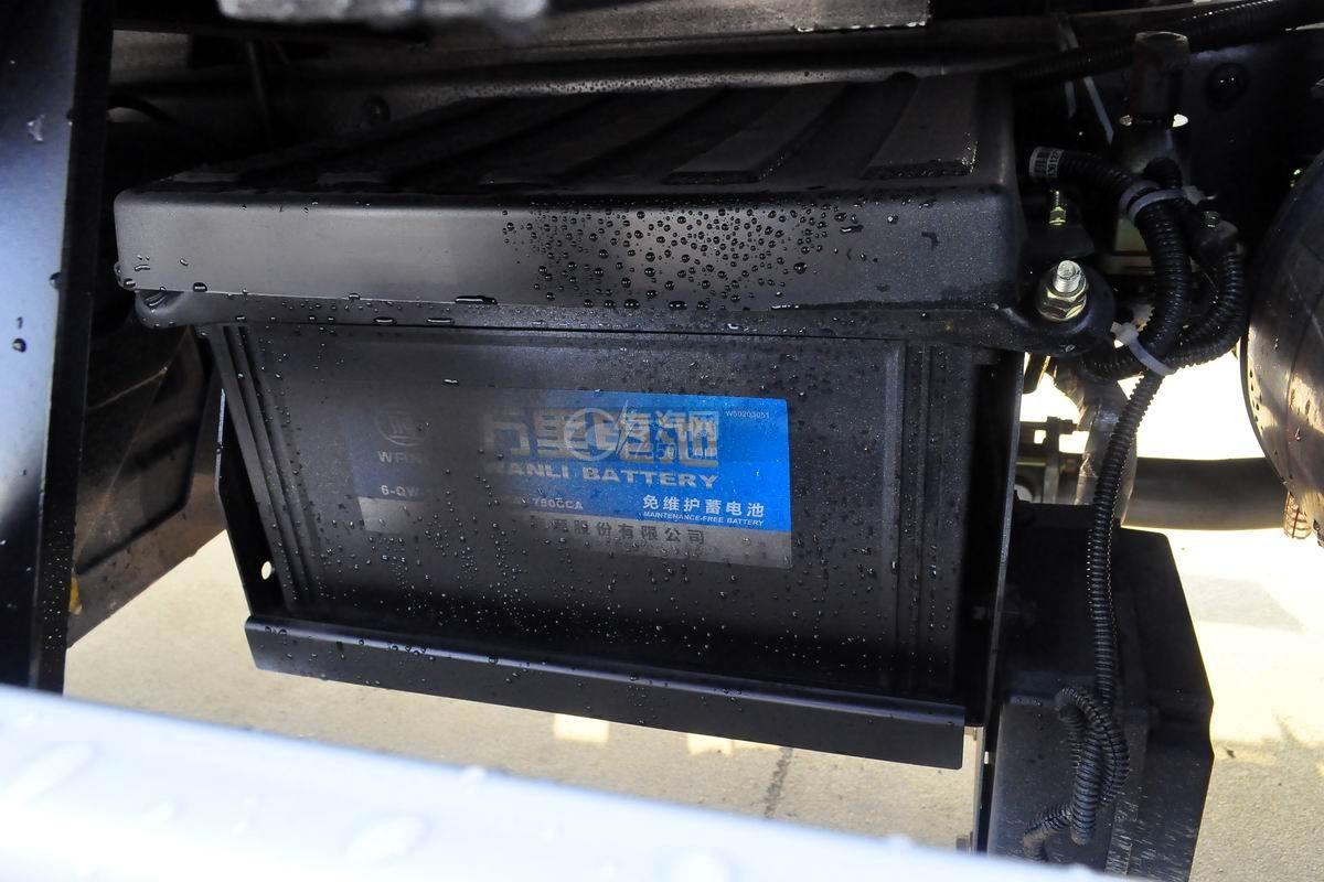 大运奥普力4.1米肉钩冷藏车蓄电池