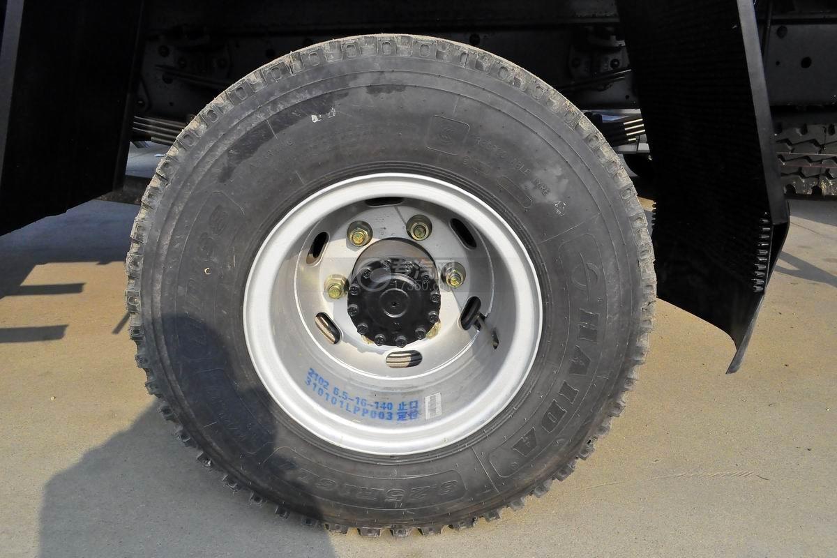 大运奥普力4.1米肉钩冷藏车轮胎