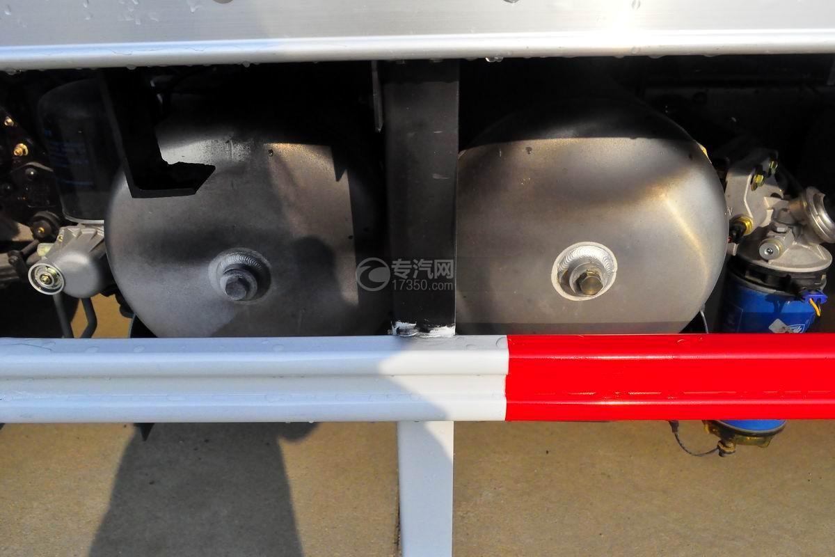 大运奥普力4.1米肉钩冷藏车储气罐