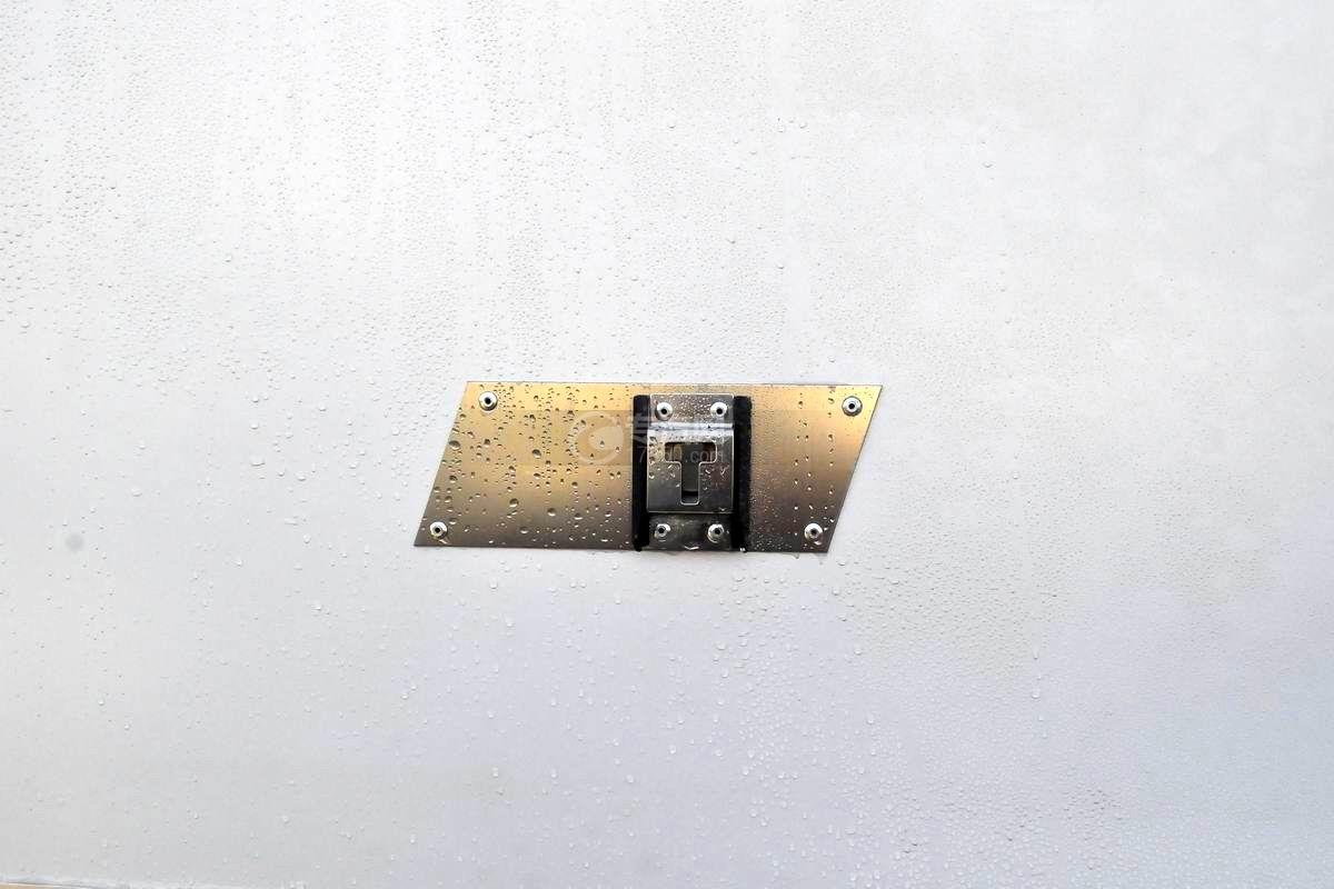 大运奥普力4.1米肉钩冷藏车锁扣