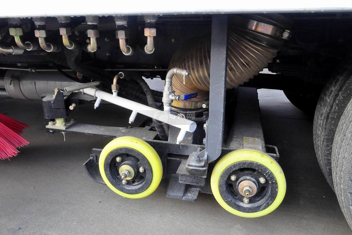 东风多利卡D7洗扫车上装吸尘盘