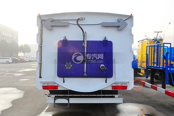 东风多利卡D7洗扫车后方图