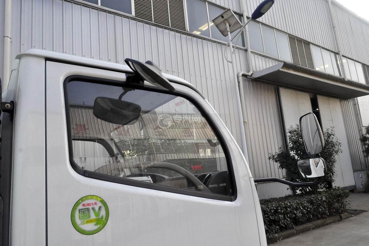 东风小多利卡护栏清洗车车窗