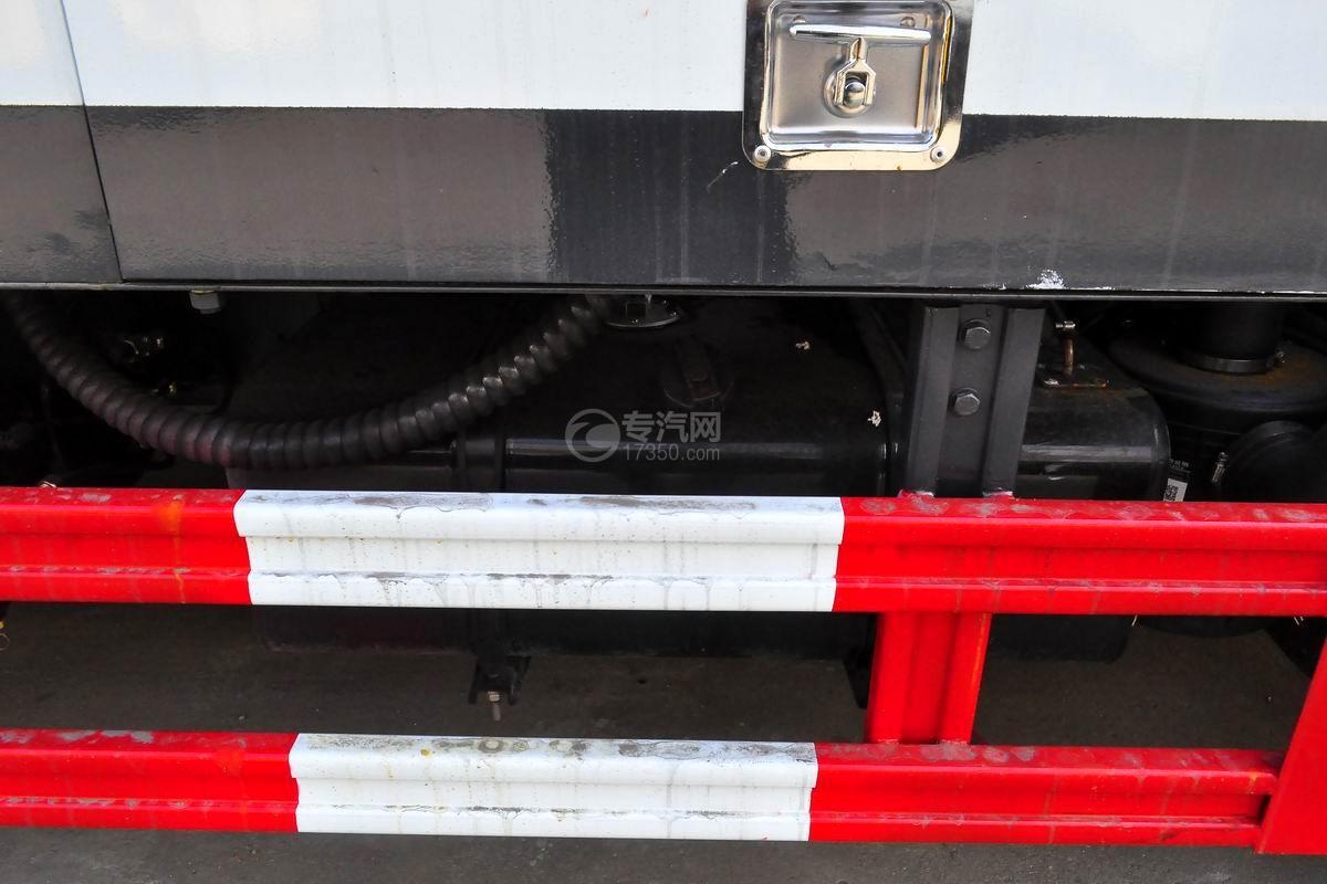 东风小多利卡护栏清洗车油箱
