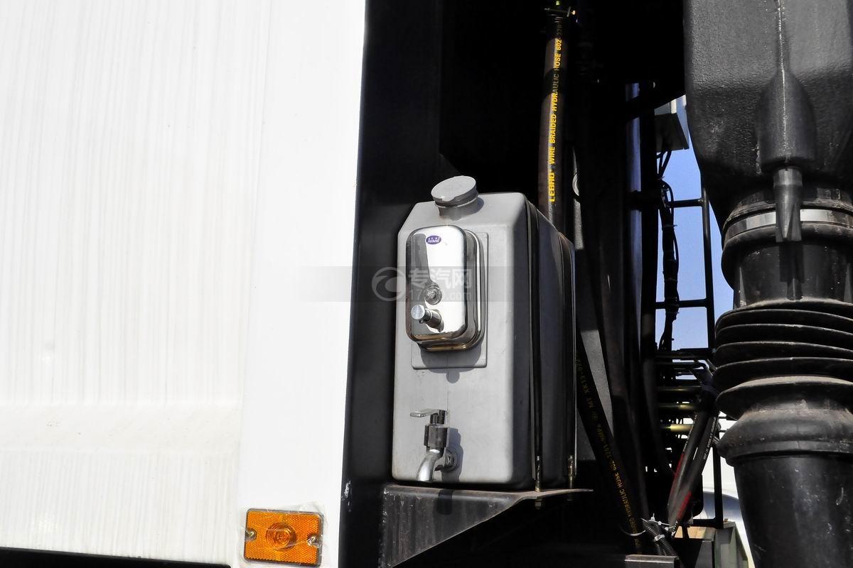 依维柯红岩金刚后双桥压缩式垃圾车上装水箱
